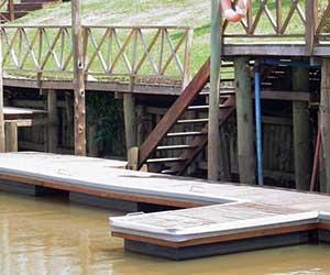 Marina de madera Isla del Este